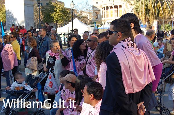 Supporters coloriti per Gianfranco Fini