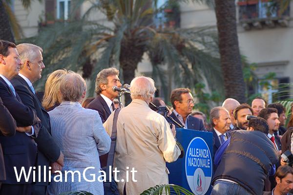 La comarca di politici sul palco con Cammarata e Fini